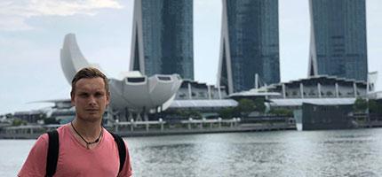 В Сінгапурі продовжено карантин ще на місяць